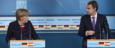Canciller alemana y presidente del Gobierno, en la rueda de prensa conjunta.   AP