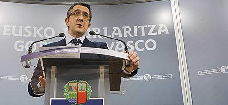 El lehendakari, Patxi López, en su comparecencia.   Efe