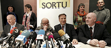 De izquierda a derecha, Bill Bowring, Andrés Sorel, Iñaki Zabaleta y Alex Maskey. | Efe