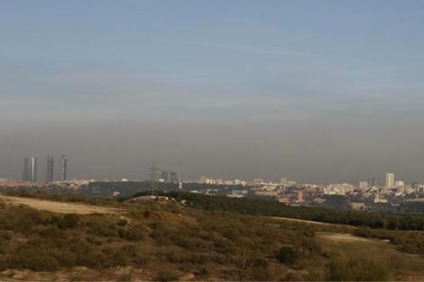 Imagen de la boina de contaminación en Madrid. | D. Sinova