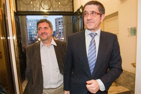 López se dispone a entrar en el Comité Nacional del PSE acompañado por Eguiguren. | Mitxi