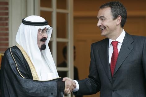El rey de Arabia Saudí junto al presidente español en La Moncloa.   J. M.