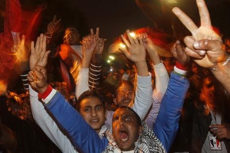 Euforia entre los manifestantes en la plaza. | Reuters