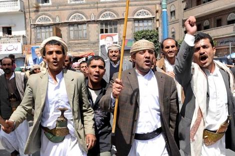 Yemeníes se manifiestan a favor del presidente Ali Abdullah Saleh.   Efe