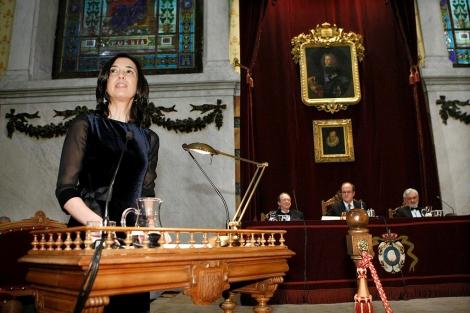 Inés Fernández-Ordóñez lee su discurso de ingreso a la Real Academia Española. | Efe