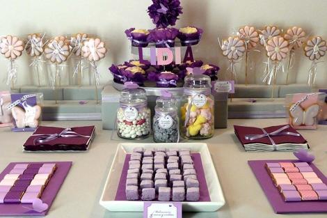 Una de las mesas tematizadas de dulces de Clara y Susana | E.M.