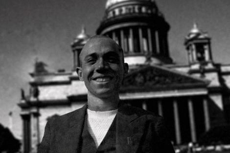Miguel Hernández en una de las imágenes plasmadas en el documental. | E.M.