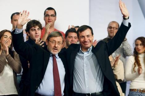 Lissavetzky y Gómez saludan en la presentación del primero como candidato a la Alcadía. | Efe