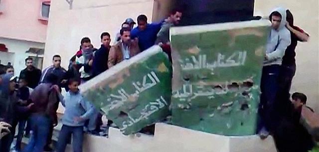 Los manifestantes han colgado en YouTube un vídeo de una protesta contra Gadafi en Tobruk. | AFP