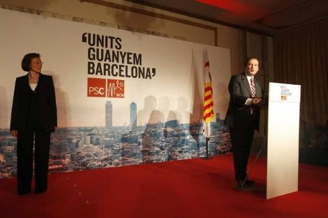 Hereu, en pleno discurso. Tura ya ha pasado a un segundo plano. | Antonio Moreno
