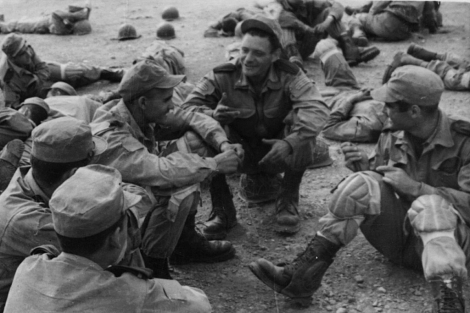 Soldados españoles, en Sidi Ifni en 1957.