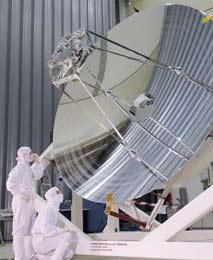 El espejo del Herschel durante el montaje del telescopio. | ESA