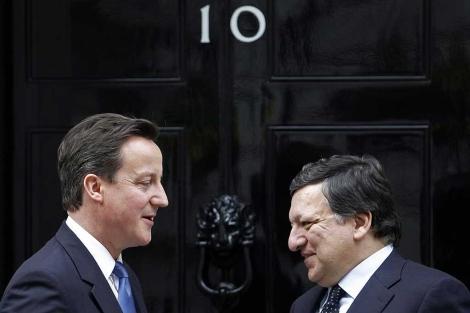 Cameron recibe a Barroso en su residencia londinense.  Reuters