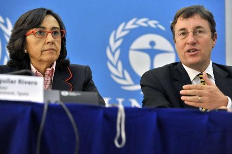 Rosa Aguilar (i) y Achim Steiner (d) durante la clausura de la reunión. | AFP