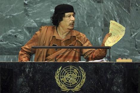 Foto de archivo de Muamar Gadafi hablando ante la Asamblea de la ONU. | Efe