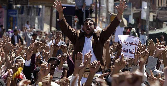 Protestas frente a la universidad de Sanaa. | Reuters