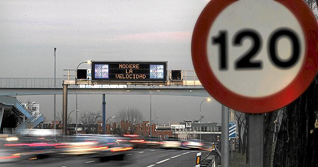 Limitación de velocidad en una carretera española. | Alberto Di Lolli