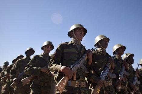 Soldados del Frente Polisario durante la celebración.  Ap Vea más fotos