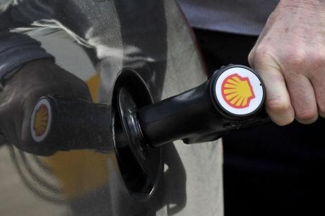 Los carburantes han rozado en las últimas semanas sus máximos históricos. | Efe