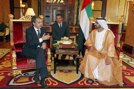 Zapatero, con el jeque Mohamed bin Rashid al Maktoum, primer ministro de Dubai. | Efe