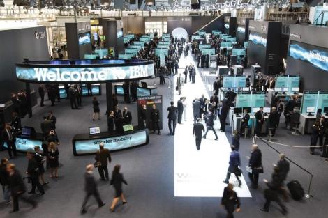Visitantes en el CeBIT, antes de su apertura oficial. | Reuters.