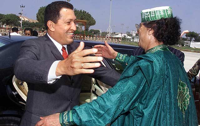 Encuentro entre Chávez y Gadafi en Libia, en el año 2000. | Ap