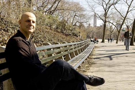 Harlan Coben, en un parque de Nueva York. | L. F.