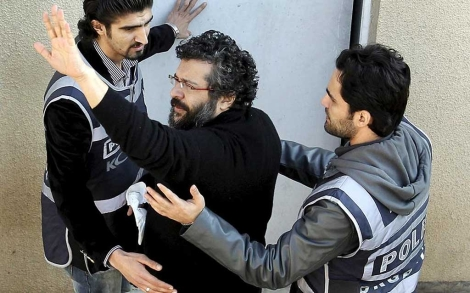 El periodista propietario de Odatv.com, a su llegada al tribunal en Estambul.  Efe