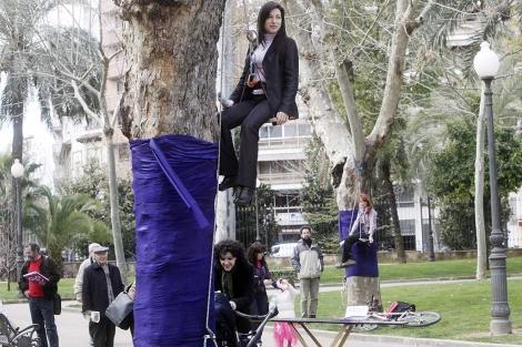 Dos de las 'hadas' que reivindican en Córdoba el Día Internacional de la Mujer. | Madero Cubero