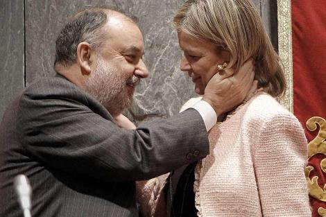 El presidente de la Audiencia, Ángel Juanes, y la portavoz del CGPJ, Gabriela Bravo. | A. Di Lolli