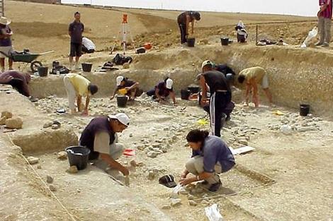 Excavación en Ain Hanech en Argelia que dirige Mohamed Sahnouni. | Cenieh