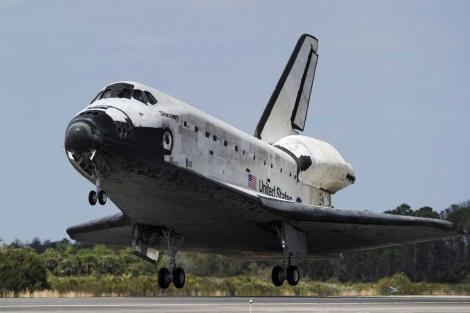 El Discovery tras aterrizar en Cabo Cañaveral el miércoles.   Reuters