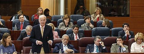 Echeverría, en su comparecencia junto a los consejeros y Aguirre. (Barbancho)