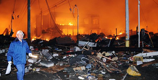 Destrozos en la ciudad de Iwaki (Fukushima), a 40km de la planta nuclear. | Reuters