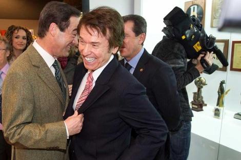 Jose Bono y Raphael en la inauguracion del Museo Raphael en Linares.   Alberto Cuellar