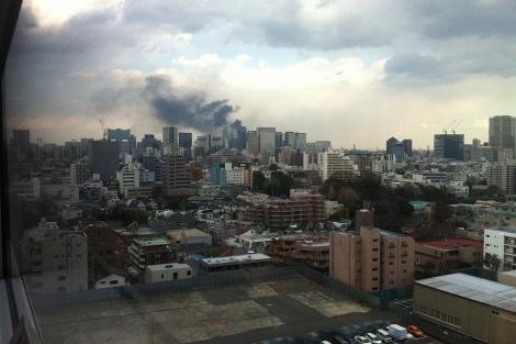Humo en Tokio durante el terremoto. | Foto: José Manuel Segura