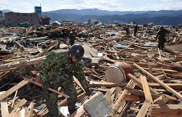 Labores de rescate en la ciudad de Rikuzentakatashi, en la prefectura de Iwate. | Reuters