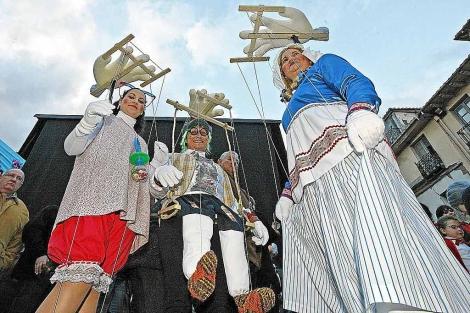 Los disfraces que este sábado se vieron en Astorga eran de todos los tipos.   José Manuel Gutiérrez.