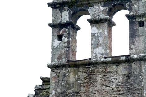 El campanario de la ermita de Goás, sin campanas.   Efe