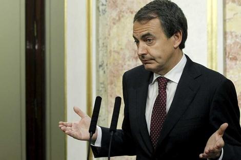 Zapatero, en su declaración ante la prensa, en el Congreso.   Efe