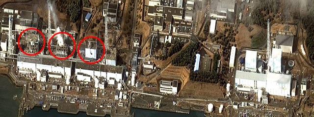 Los reactores de la central. De izquierda a derecha, los reactores 4, 3 y 2. | AFP MÁS IMÁGENES