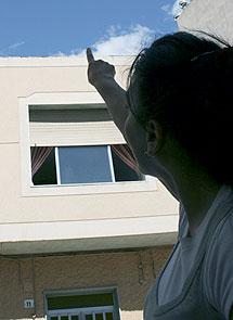 Un vecina señala la azotea. | M.C.