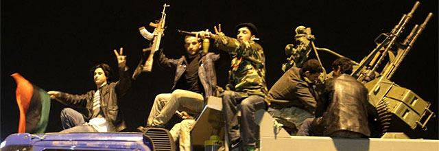 Miles de ciudadanos en Bengasi se han echado a las calles de la ciudad para festejar la decisión. | Afp