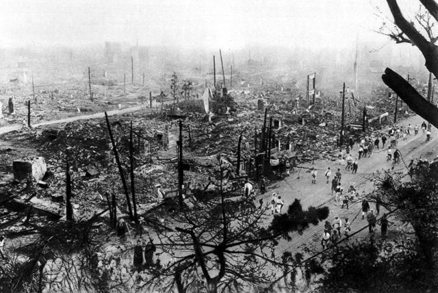El centro de Tokio, calcinado por los incendios que siguieron al seísmo en 1923.   L'Illustration