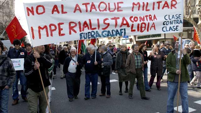 Manifestantes recorren la Ronda Sant Pere, en el centro de Barcelona. | Antonio Moreno