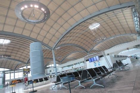 Panorámica de la nueva terminal de El Altet.   Ernesto Caparrós