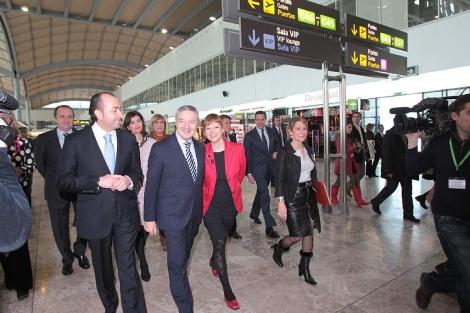Las autoridades en la inauguración de la nueva terminal del aeropuerto. | Ernesto Caparrós