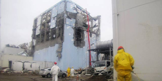 Edificio número cuatro de la planta nuclear de Fukushima.   Reuters