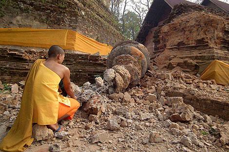 Daños en una pagoda de 800 años en un templo de a provincia tailandesa de Chiang Rai. | Efe