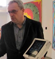 Eudosio Álvarez, con audioguías. | A.G.